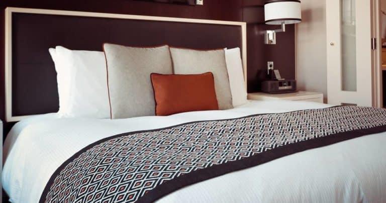 Sleep in a noisy Hotel